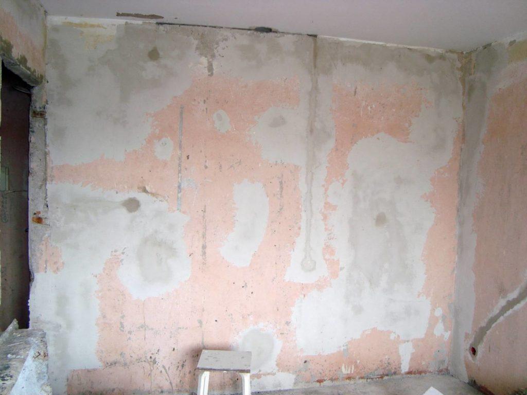 Просушка стены после обработки базовой грунтовкой