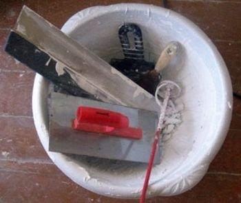 Инструменты для вымешивания шпатлевки