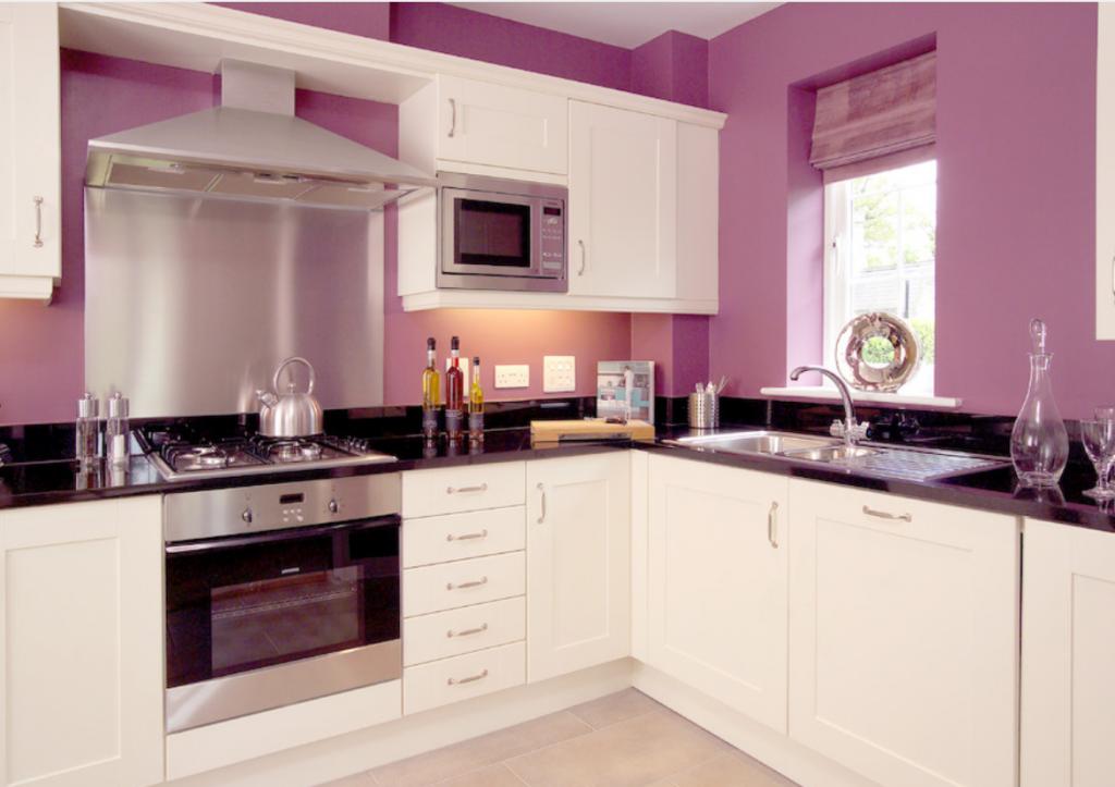 кухня с крашеными стенами