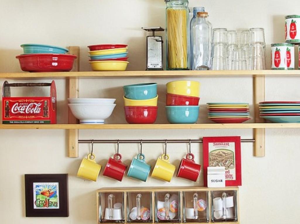 Пластмассовые полки для кухни