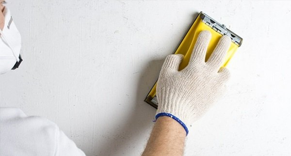 Шкурение стен под покраску