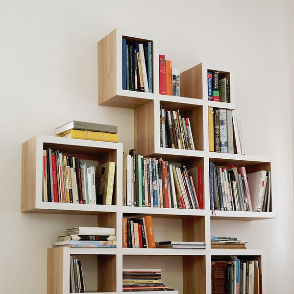 Выдерживает груз всей библиотеки