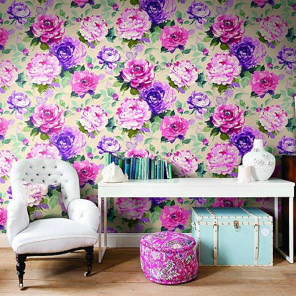 Огромные цветы на стенах