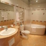 Идеи дизайна просторной ванной комнаты