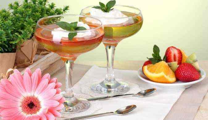 Идеи для летней сервировки стола без скатерти