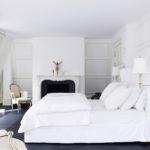 Красивая мягкая кровать