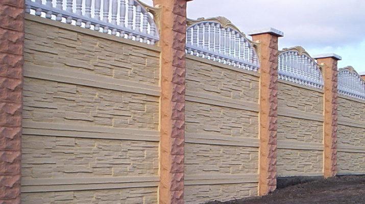 Бетонный забор на загородном участке