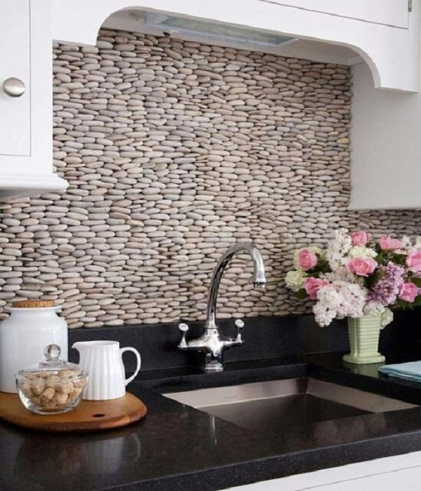Использование декоративного камня при отделке кухни