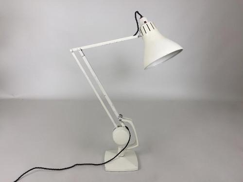 Как выбрать настольную лампу для офиса