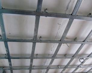 Виды каркасов для потолков из гипсокартона и особенности их обустройства