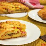 Закрытый пирог с ветчиной, картошкой и сыром в духовке
