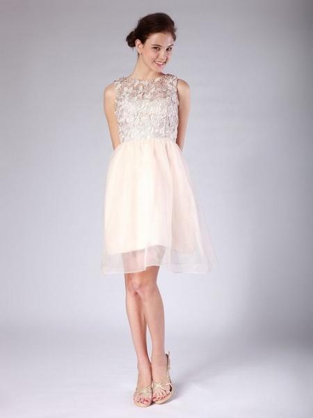 ec14ea96430 Дизайнеры активно предлагают для свидетельниц наряды в стиле Ампир – платья  с отрезным верхом