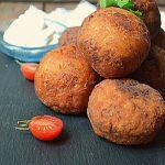 Жареные картофельные пончики с сыром и ветчиной – рецепт с фото