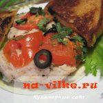 Тушеная белая рыба с помидорами и луком по-гречески