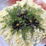 Нежный и легкий салат — курица с ананасами и орехами