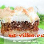 Тертый пирог с абрикосовым джемом и безе