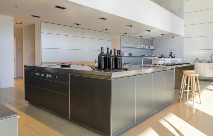 Какие материалы могут использоваться для изготовления кухонь
