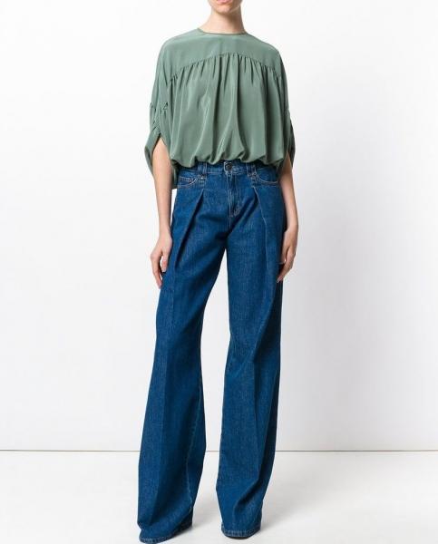 ab9786c6839 Пик популярности этих джинсов пришелся на 70-е годы прошлого столетия –  период «хиппи». Главным элементом культуры хиппи была свободная и  демократичная ...