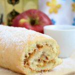 Домашний бисквитный рулет с яблоками – вкусный рецепт
