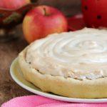 Песочный пирог с безе и яблочной начинкой – десерт к чаю