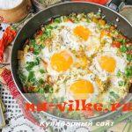 Яичница с помидорами и перцем – рецепт приготовления с фото