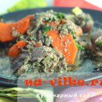Куриная печень в сметанном соусе с овощами и зеленью