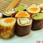 Сладкие роллы из блинов с фруктами — рецепт с фото