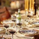 Сервировка столовых приборов (45 фото): как правильно сервировать, как разложить предметы, предназначенные для подачи блюд, расположение бокалов