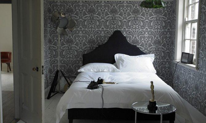Кровать – идеальное место для сна