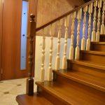 Купить деревянную лестницу в оригинальной отделке очень просто