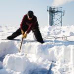 Как правильно убрать снег с территории разными способами