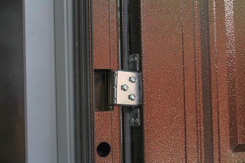 Как заменить петли на входной двери
