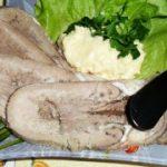 Закуска из отварного языка с сырной пастой — рецепт