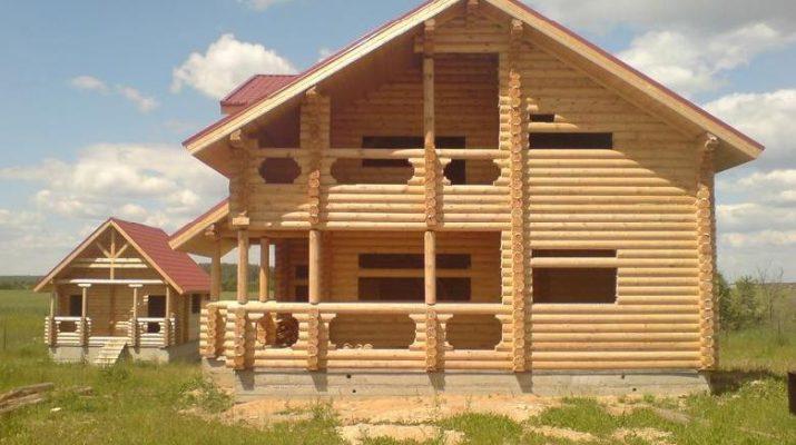 Дом из оцилиндрованного бревна и его свойства