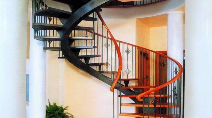 Стоит ли выбирать винтовую лестницу