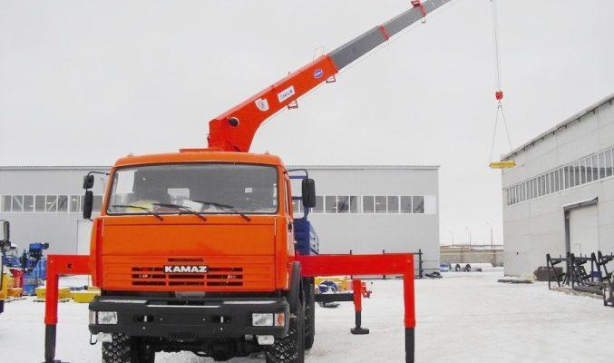Тяжелый, надёжный кран-манипулятор на базе КамАЗа