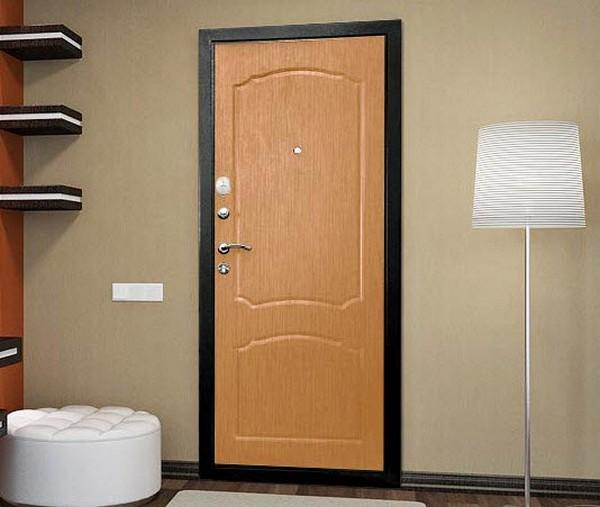 Самые востребованные варианты отделки входной двери