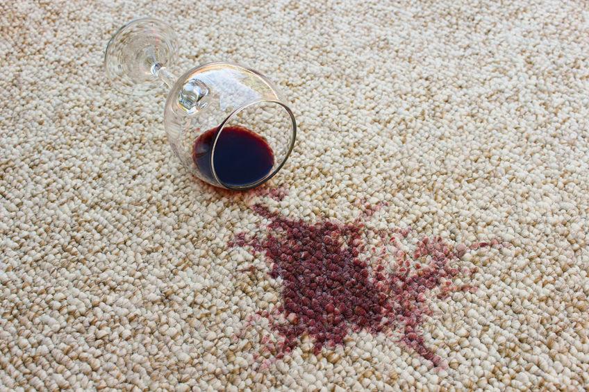 Как избавиться от самых популярных видов загрязнений на ковре