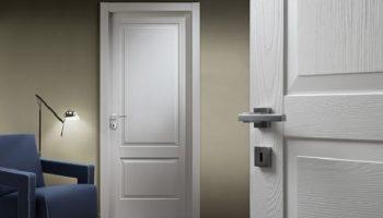 Белая межкомнатная дверь – хороший вариант для любого интерьера