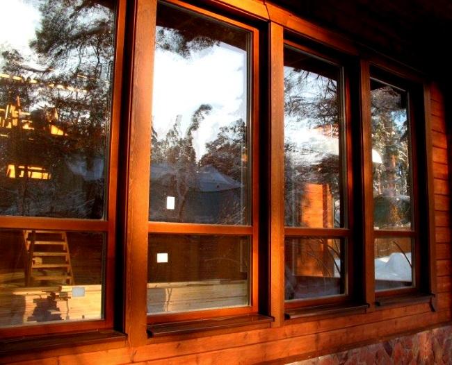 Из чего изготовляются деревянные окна