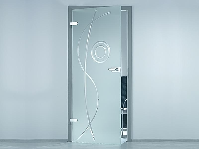 Почему стоит выбрать стеклянные двери для дома