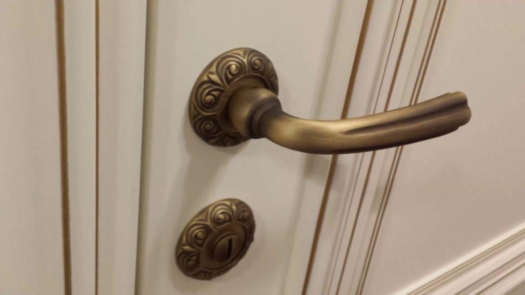 Обзор видов дверных ручек и рекомендации по выбору