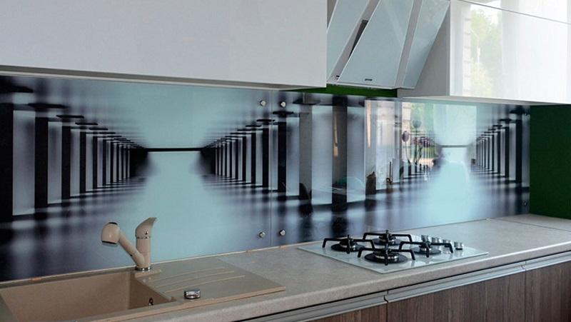 Особенности применения стеклянных фартуков для кухни