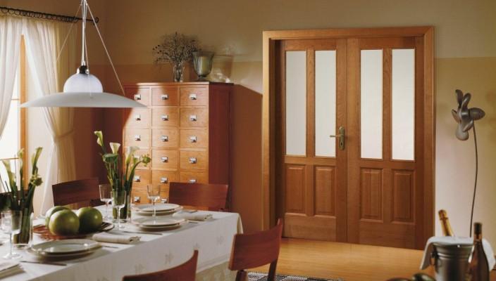 Как правильно ремонтировать и реставрировать деревянную дверь своими руками