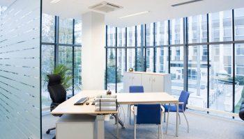 Как правильно выбрать практичные окна для офиса