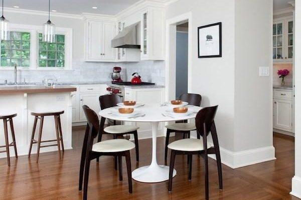 Нюансы поиска стола, стульев для семейных трапез на кухне